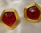 Avon Grand Impressions Red Plastic Stone Pierced Earrings