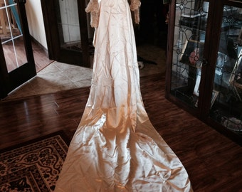 CLEARANCE!!!!  Spectacular 1920s Silk Satin and Lace Wedding Gown and Veil