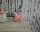 Dollhouse Miniature Shabby Chic Farmhouse Vintage Style Shabby Pink Metal Sitting Hen Ornament Statuette