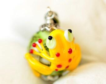 Lampwork pendant Frog Tavi