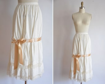 1910s Lady Faithful skirt / vintage 1900s petty coat skirt/ cream underskirt with bow