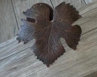 SHB112 Grape vine leaf wrought iron drapery tieback, (1-Ea) curtain / Drape Tieback Swag Holder  Mediterranean Decor, decorative swag holder