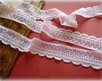 Elastic Wave Lace Trim, White, 1 inch wide, 1 yard, For Apparel, Accessories, Scrapbook, Home Decor, Victorian & Romantic Crafts