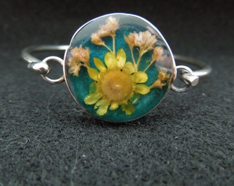 Vintage Flower Bangle.  Metal Band with Encased Flowers.  Nice.