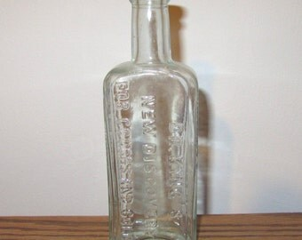 Antique H E Bucklen and Co Dr Kings New Discovery for Coughs and Colds Glass Bottle Aqua