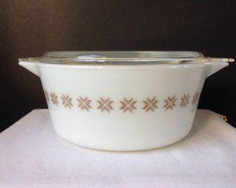 Pyrex - Town & Country - 2 1/2 Qt. - Casserole Dish with Lid - 475