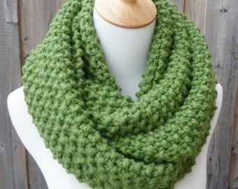 Grass Green Wool Infinity Scarf - Green Wool Infinity Scarf - Lambswool Scarf - Bulky Knit Scarf - Circle Scarf - Ready to Ship