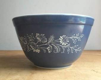 Pyrex Colonial Mist Mixing Bowl 401