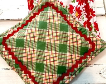 new PAIR glamping plaid daisy POT HOLDERS rick rack vintage cottage shabby chic hotpad retro handmade