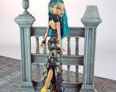 La main Monster High égyptien style robe de poupée couture