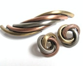 MODERNIST Vintage 1980s ABSTRACT Tri Color Brass Swirl MINIMALIST Artisan Brooch Pin & Knot Earrings Retro Runway Fashion Statement Jewelry