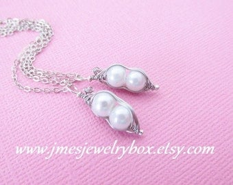 Two peas in a pod best friend necklace set - White