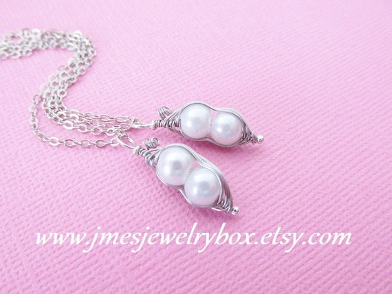 Two Peas In A Pod Best Friend Necklace Set White