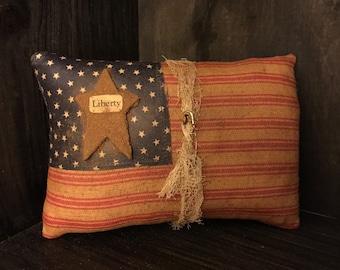 "Primitive American Flag ""Liberty"" Bowl Filler / Ornie"