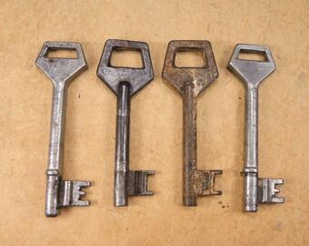 Vintage Skeleton Metal Key - Set of 4 - Steampunk Supplies - k64