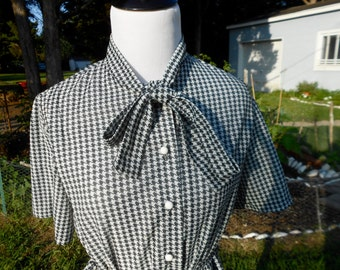 Vintage 80's Houndstooth Secretary Blouse /// Size Small