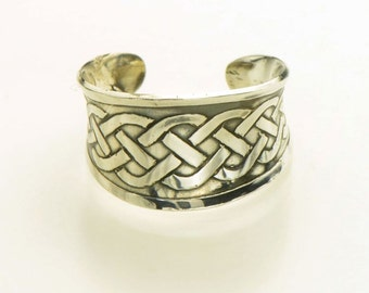 Celtic knot anticlastic cuff ring