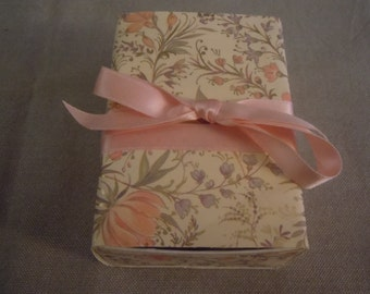 Delicate Floral Message Box