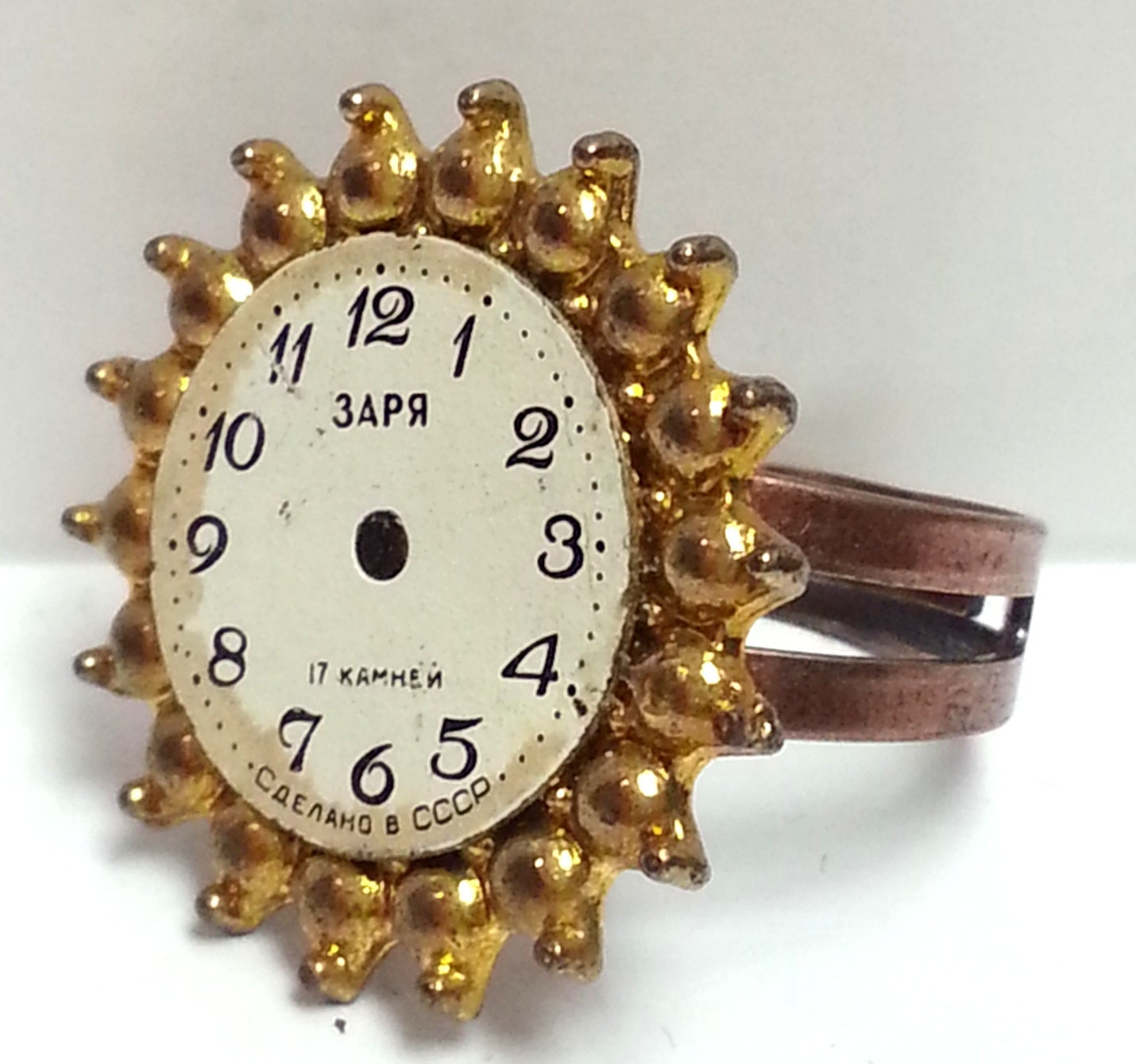 Ring In The Steampunk Decor To Pimp Up Your Home: Steampunk Golden Clock Ring