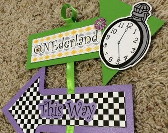 Alice In Wonderland Party/ Alice in Wonderland Welcome Banner/This Way, That Way Sign