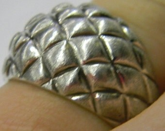 Sterling Silver 925 Alluring Dome Pattern Ring Size 8 #6137