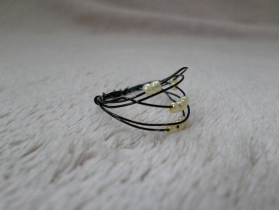size 7 simple black wire ring with yellow bead by