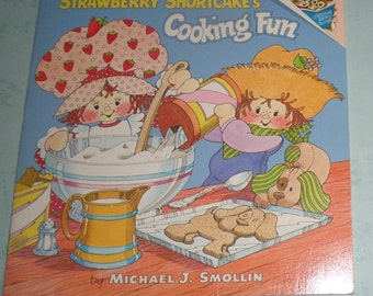 Strawberry Shortcake Vintage Cooking Fun Book YUMMY Recipes Plum Puddin'