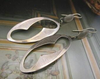 Vintage Women Long Earrings Charming Style Metal Silver Tone (ST023)