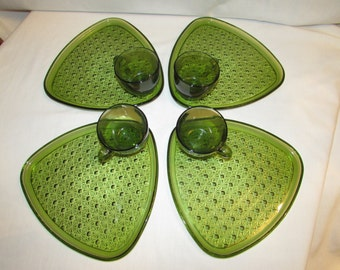 DAISY AND BUTTON Olive Green Snack Set Indiana Glass Dessert 1950s