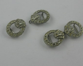 Beautiful, old, SMALL belt buckles made of metal with rhinestones. 2 pieces! Approx. 3.6 cm x 1.5 cm. VINTAGE
