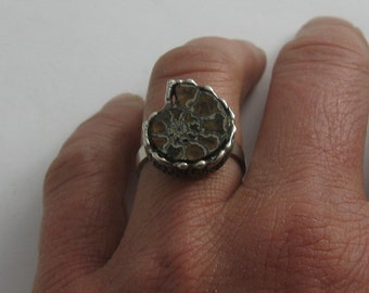 Beautiful silver ring with ammonite (petrification). Hand crafted from silver (Ag 835). VINTAGE