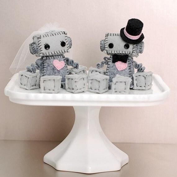 Mini Robot Cake Toppers For A Geek Wedding Or A Robot Wedding
