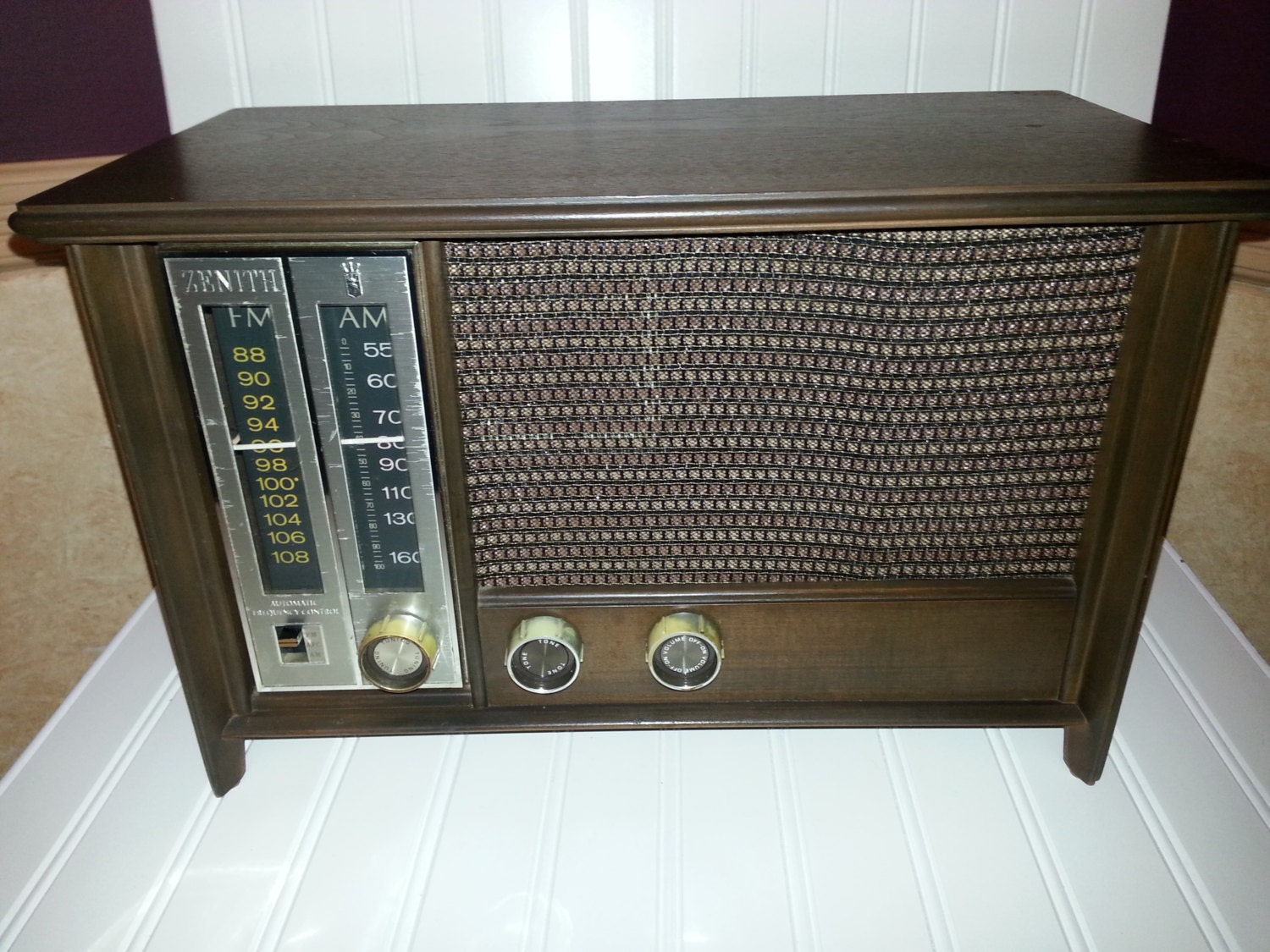 zenith table top am fm radio 1960 39 s vintage radio. Black Bedroom Furniture Sets. Home Design Ideas