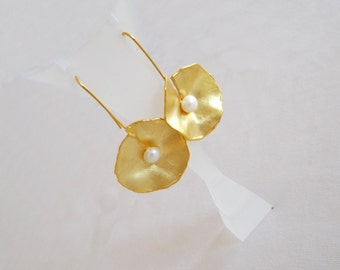 Gold plated silver earrings with fresh water pearl