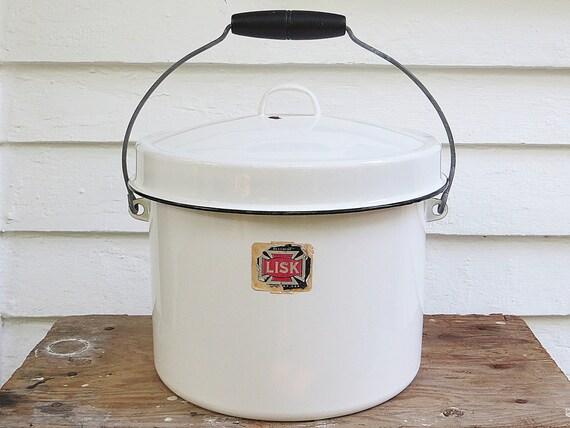 Xl antique enamelware chamber pot with wood handle enamel - Pot de chambre antique ...