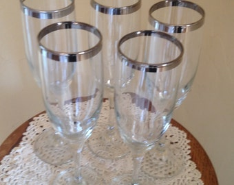 Lovely Vintage (5) Champaign Glasses with pretty silver rim