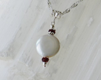 PP2- Charm of freshwater pearls with natural garnet