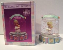 1991 Enesco Ornament Precious Moments Baby Christmas Snow Globe Dome 591084