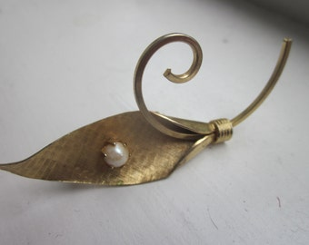 Modern Leaf-Shaped Pin or Brooch with Pearl