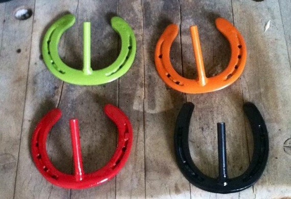 meet horse shoe singles Horseshoe courts may vary in their set up, having or lacking backboards, concrete pitching platforms, sand or clay, and perimeter fencing the national horseshoe pitchers association (nhpa) has set precise specifications that horseshoes courts must meet to receive a sanction from them.