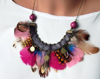 Collier Huruhuru , feathers , metal, leather , porcelain