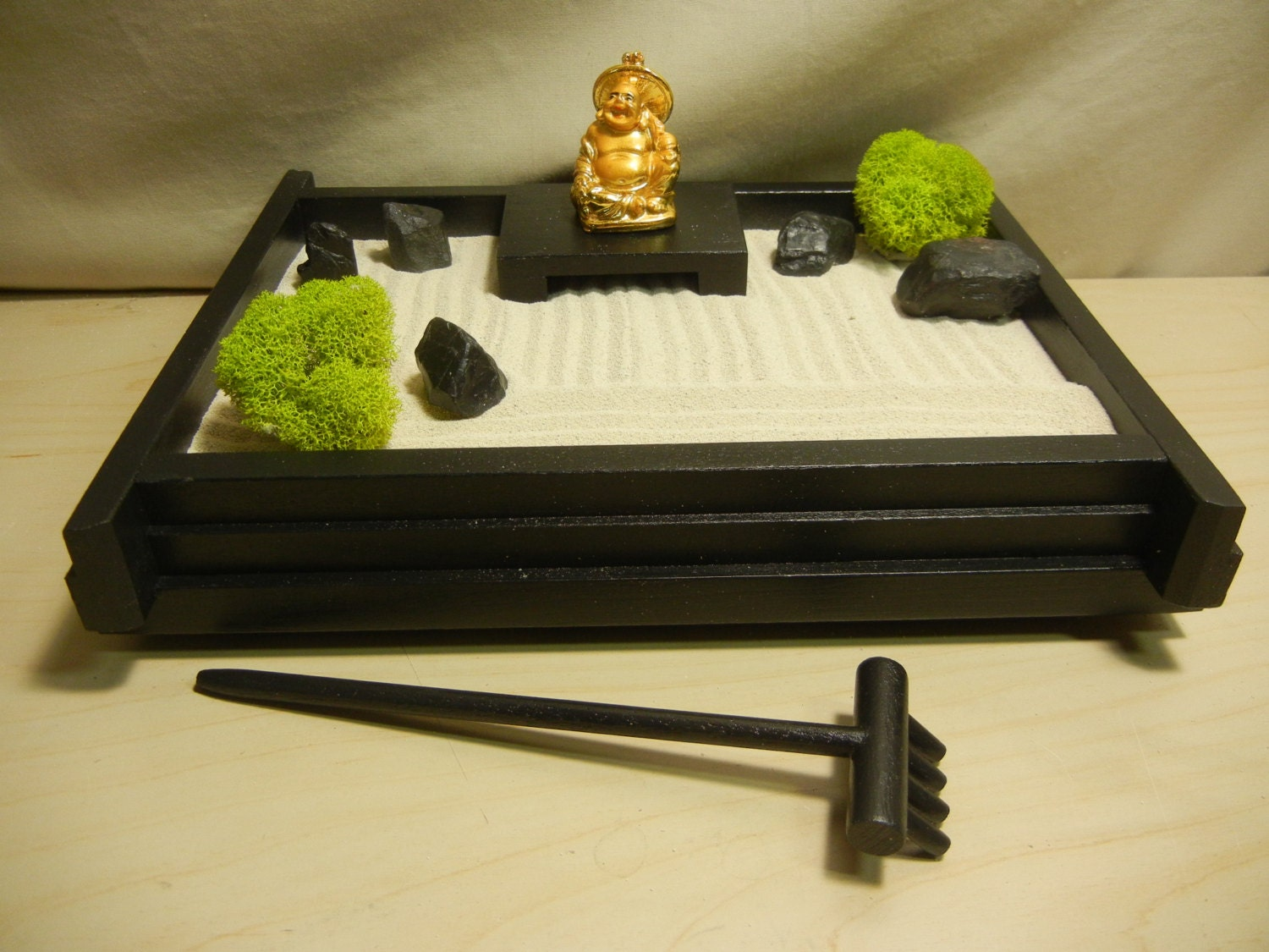 S 03gb small desk or table top zen garden with golden buddha for Table zen garden