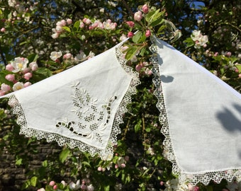 4.1m (13ft) - White Vintage Table Linen Bunting