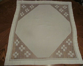 Vintage White Tablecloth / Vintage Linens / Shabby Chic Home Decor / Vintage Table Linens
