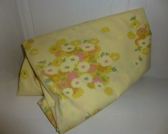 Vintage Pacific Twin size sheet / Yellow floral no iron 1970s
