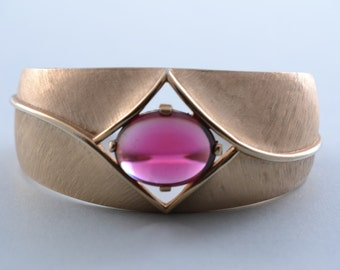 Gilt Trifari Vintage Bangle With Red Stone (245bb)