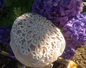 Exquisite, French, Needle Lace Coiffe. Antique  Handmade.  Circa 1890 A Beautiful Heirloom Item In Antique Light Cream