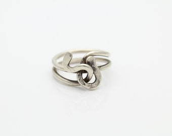 Vintage Sterling Silver Artisan made Ring - Size 5. [4587]