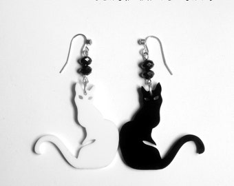 Smart black and white cat-shaped earrings black cat white cat