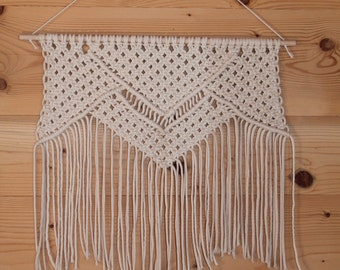 Suspension wall macrame. Modern Macrame